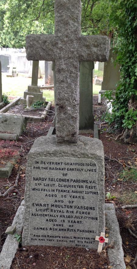 Gravestone of Ewart Moulton Parsons