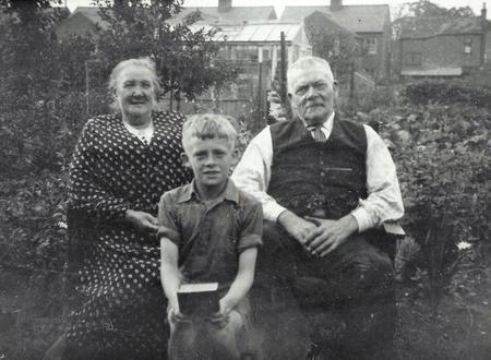 Annie & Samuel Stoakes with Freddie Stoakes