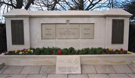 Dunstable War Memorial in the Priory Gardens