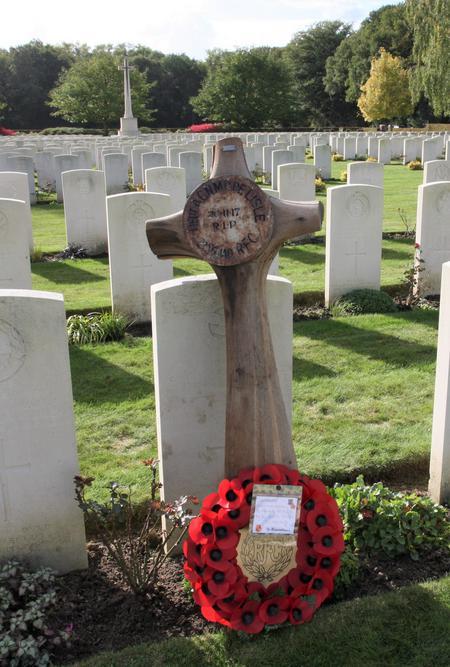 Original grave marker at the grave, 30 Sept 2017
